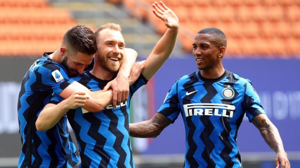Christian Eriksen festeja um dos golos da goleada do Inter à Udinese, na última jornada do campeonato italiano (Matteo Bazzi/EPA)
