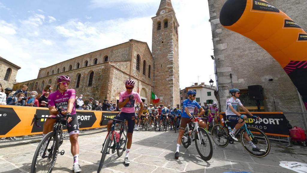Egan Bernal continua a liderar o Giro (foto EPA/LUCA ZENNARO)