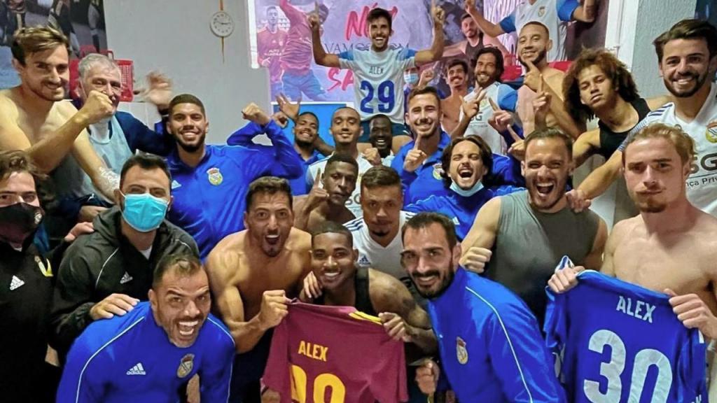 Alverca festeja acesso à Liga 3 lembrando Alex Apolinário (FC Alverca)