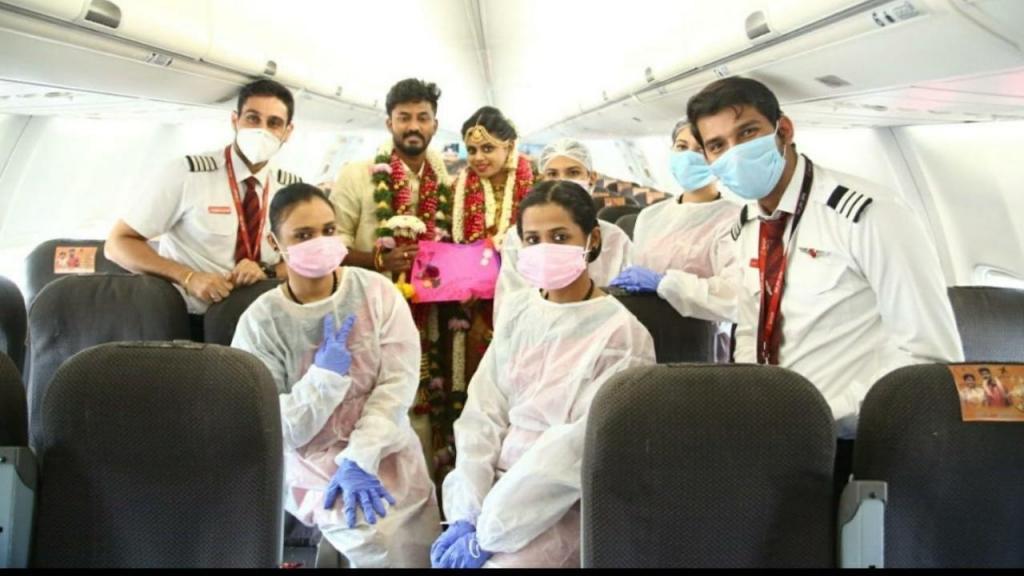 Casamento a bordo de um avião na Índia