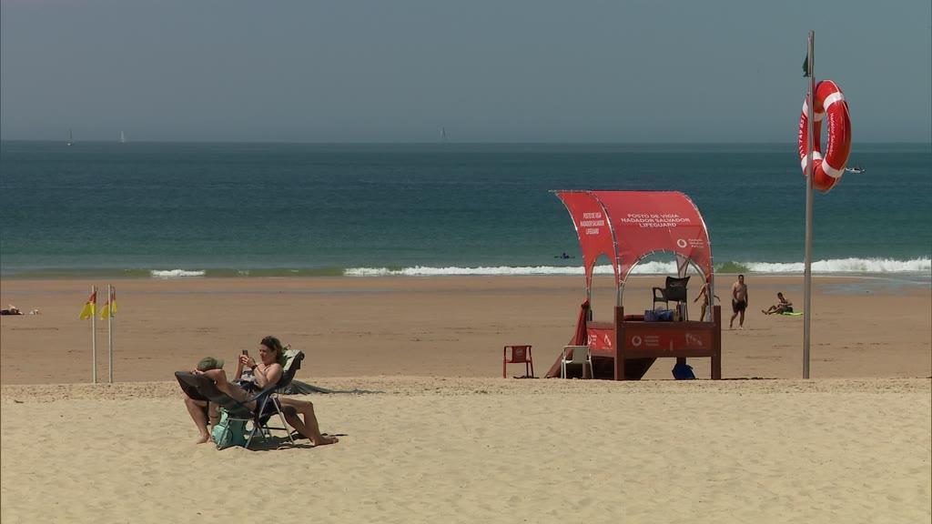 Temperaturas altas devem levar portugueses à praia no fim de semana
