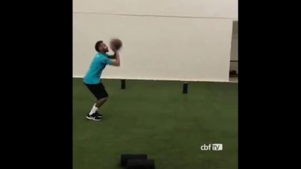 Neymar também tem jeito para o basquetebol