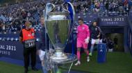 Champions: algum jogador olhou para o troféu na entrada?