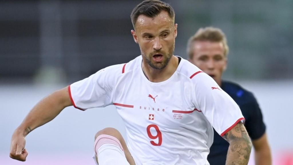 Seferovic titular na seleção suíça (foto EPA/GIAN EHRENZELLER)