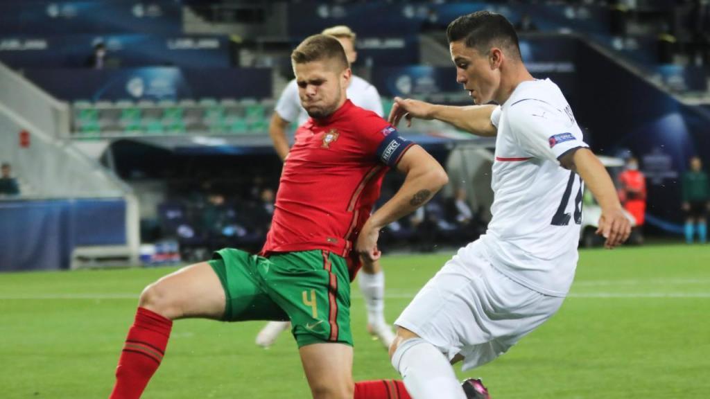 Euro sub-21: Raspadori e Diogo Queirós no Portugal-Itália (Sandi Fiser/EPA)
