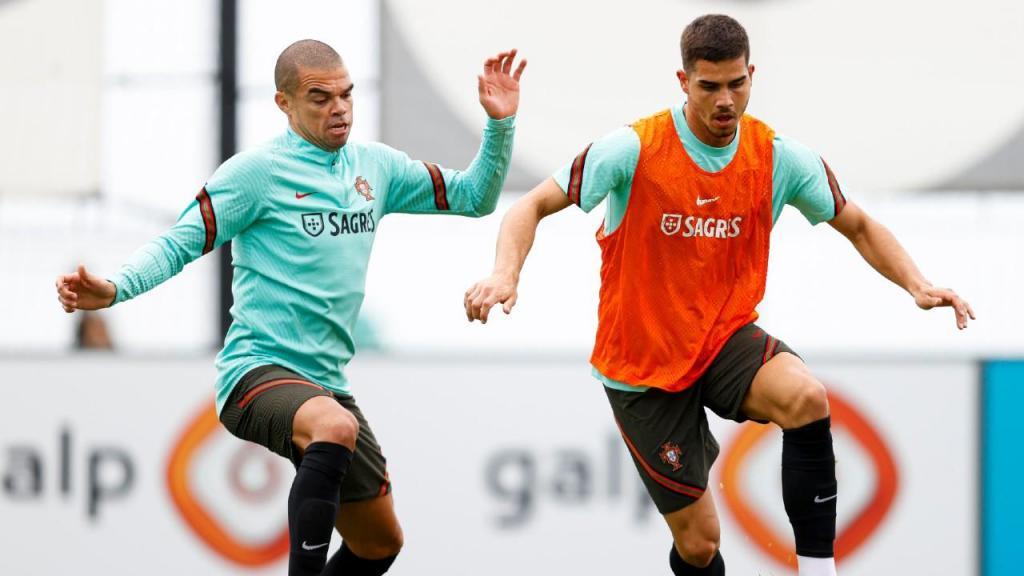 Pepe e André Silva no treino da seleção (FPF)