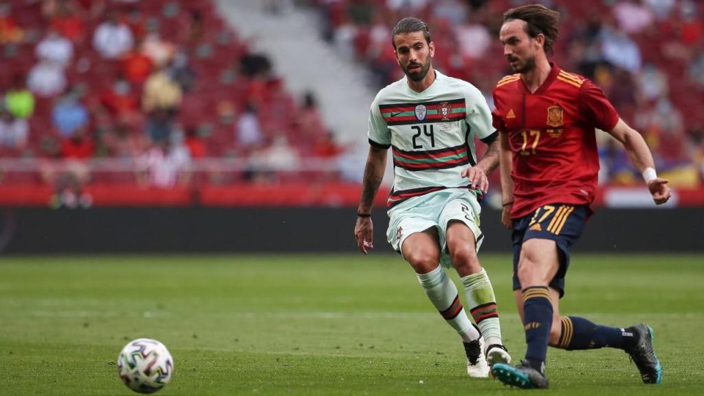 Sérgio Oliveira e Fabián Ruiz no Espanha-Portugal (Mário Cruz/LUSA)