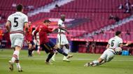 José Fonte corta remate de Morata no Espanha-Portugal (Manu Fernandez/AP)