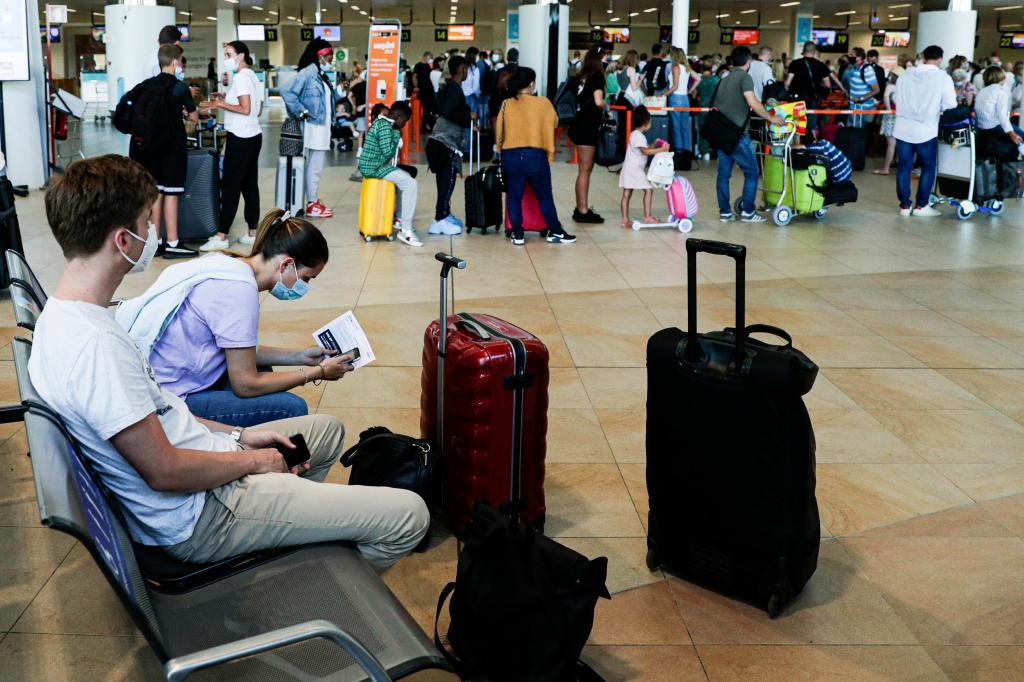 Turistas britânicos deixam o Algarve