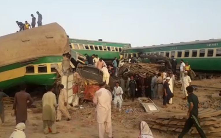 Colisão entre comboios no Paquistão