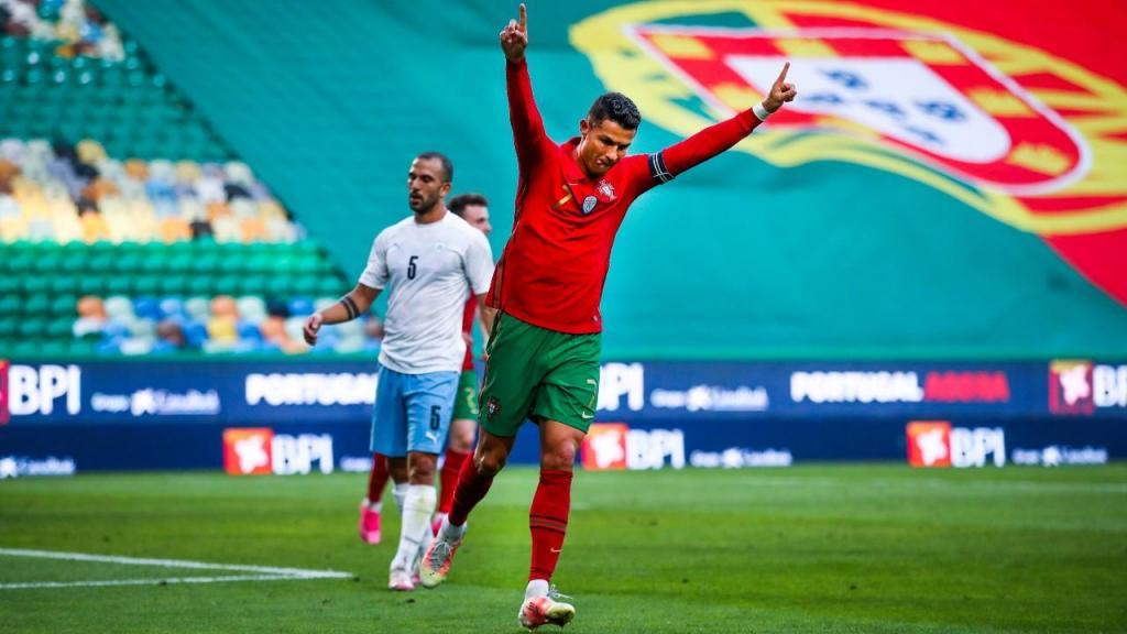 Cristiano Ronaldo festeja o 2-0 no Portugal-Israel (José Sena Goulão/LUSA)