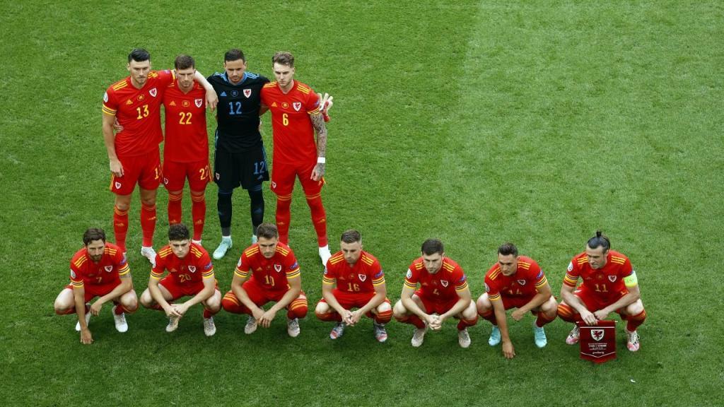 Euro 2020: formação de País de Gales para a fotografia, antes do jogo com a Dinamarca (Koen Van Weel/EPA)