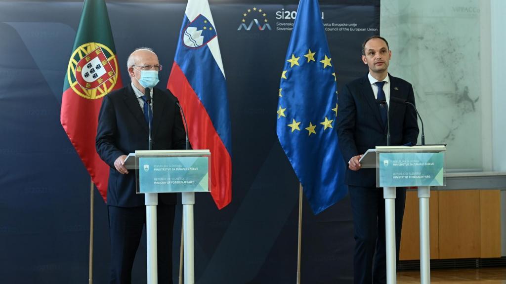 Eslovénia assume leme da UE