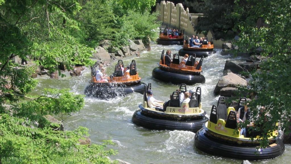 Raging River ride no Adventureland Park