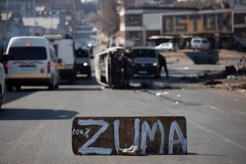 Violentos protestos contra a detenção de Jacob Zuma na África do Sul