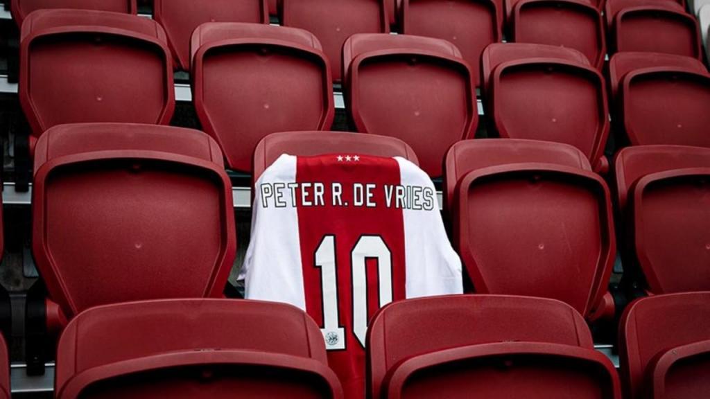 Ajax homenageia jornalista que morreu