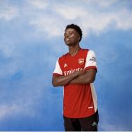 O novo equipamento do Arsenal para 2021/22 (twitter)