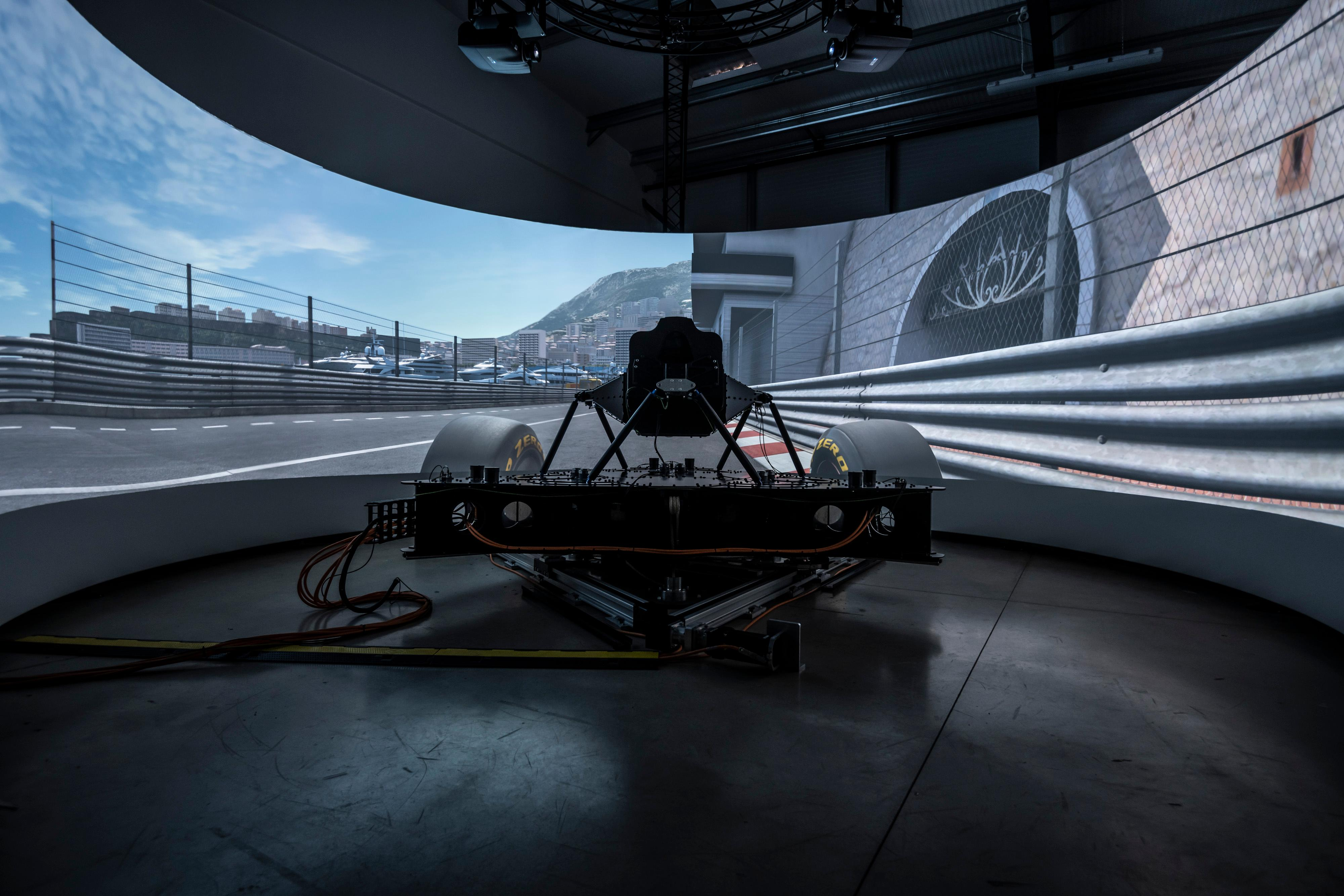 A virtual driving simulator for professionals