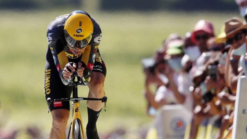 Wout Van Aert vence o contrarrelógio da 20.ª etapa do Tour (GUILLAUME HORCAJUELO/EPA)