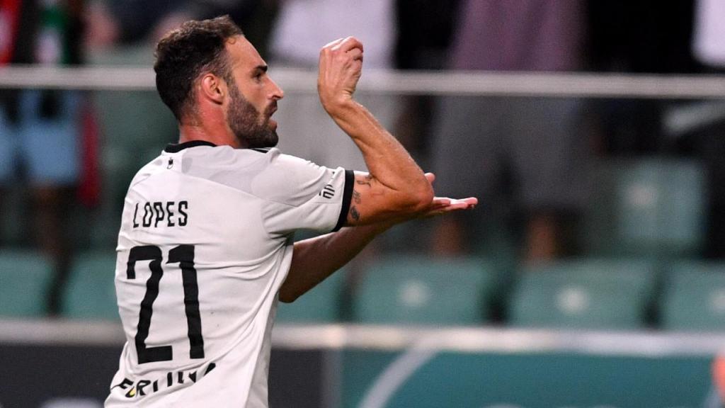 Rafael Lopes dá vitória ao Legia (EPA)
