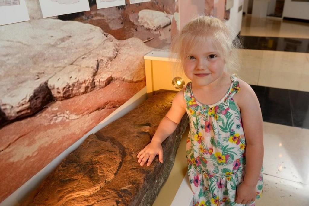 Pegada de dinossauro encontrada por menina de 4 anos