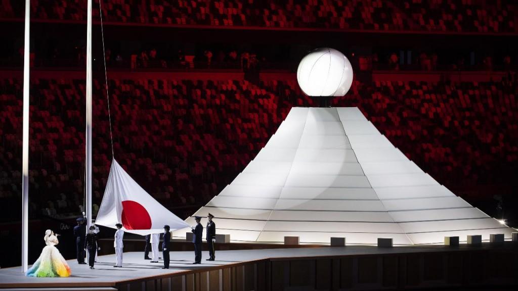Bandeira do Japão hasteada na cerimónia de abertura de Tóquio 2020 (Laurent Gillieron/EPA)