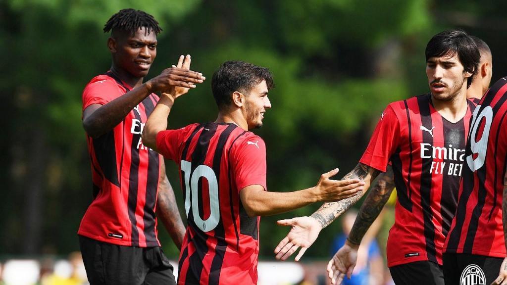 Rafael Leão e Brahim Díaz marcaram na goleada do Milan ao Modena, em jogo de pré-época (Milan)
