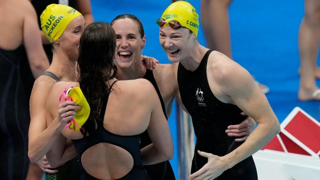 Equipa feminina australiana dos 4x100 livres (AP Photo/Petr David Josek)