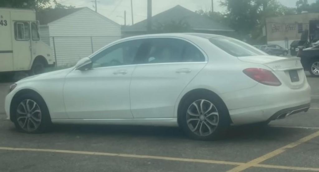 Mercedes roubado e recuperado (reprodução «Fox 2 Detroit»)