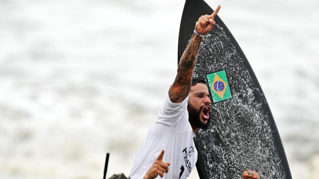 Ítalo Ferreira é o primeiro surfista campeão olímpico