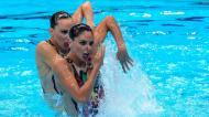 Dupla italiana composta por Linda Cerruti e Costanza Ferro na ronda preliminar da natação sincronizada (AP)