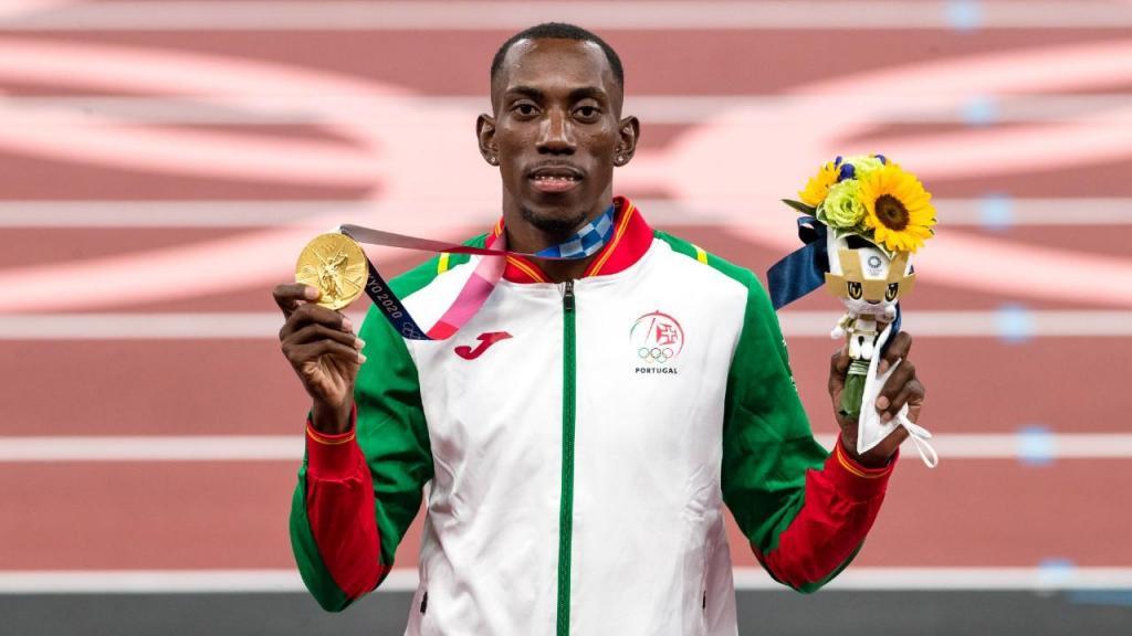 Pedro Pichardo recebeu medalha de ouro olímpica após vencer o triplo salto (José Coelho/LUSA)