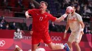 Tóquio2020: Lasse Svan remata no Espanha-Dinamarca, das meias-finais do andebol (Tatyana Zenkovich/EPA)