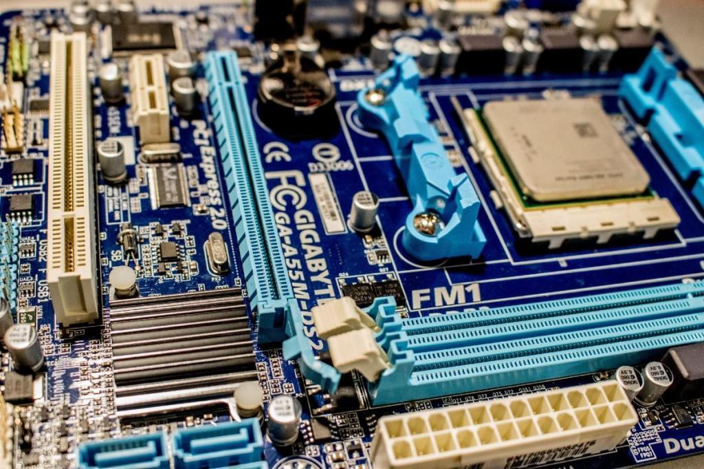 Microchips (Jeremy Waterhouse / Pexels)