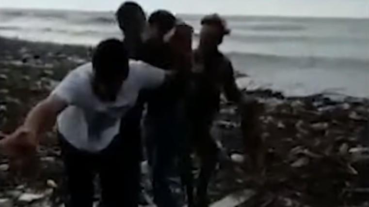 Corrente de amigos salva animal de quatro patas em cheias na Túrquia