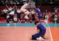 A festa da equipa de voleibol da França nos Jogos Olímpicos de Tóquio  (AP Photo/Manu Fernandez)