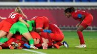 A festa do Canadá depois de eliminar a Suécia no desempate por penaltis no torneio de futebol de Tóquio2020 (AP Photo/Andre Penner)