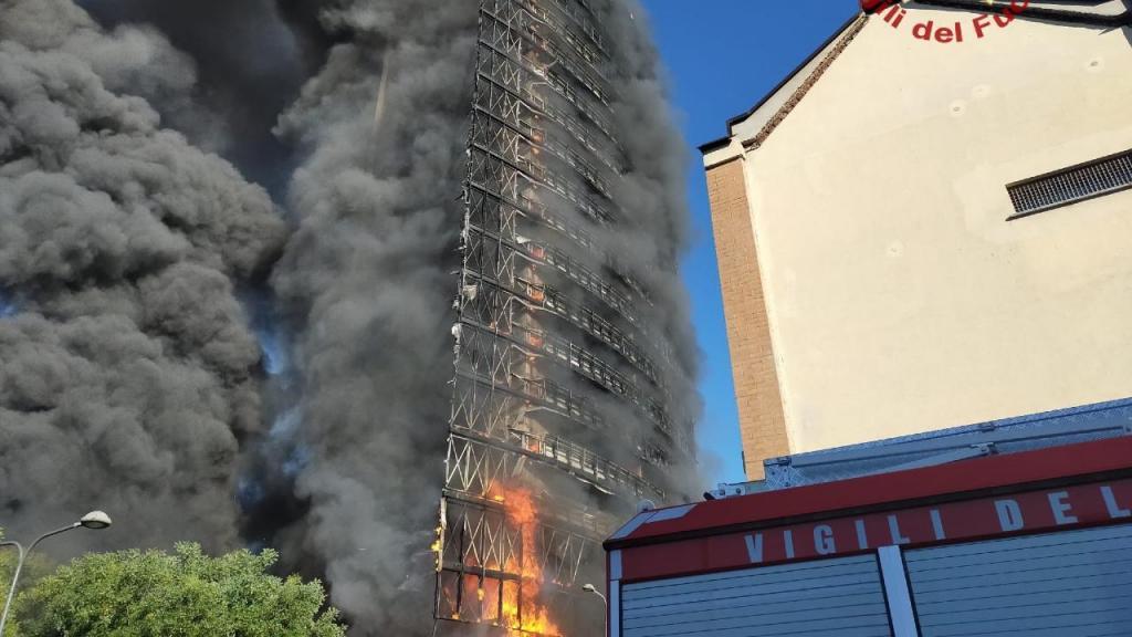 Incêndio em prédio de Milão