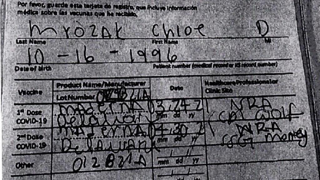 Mulher detida ao usar certificado de vacinação à covid-19 falsificado