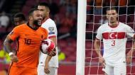 Memphis Depay esteve em grande destaque na goleada dos Países Baixos à Turquia, na qualificação para o Mundial 2022 (Peter De Jong/AP)