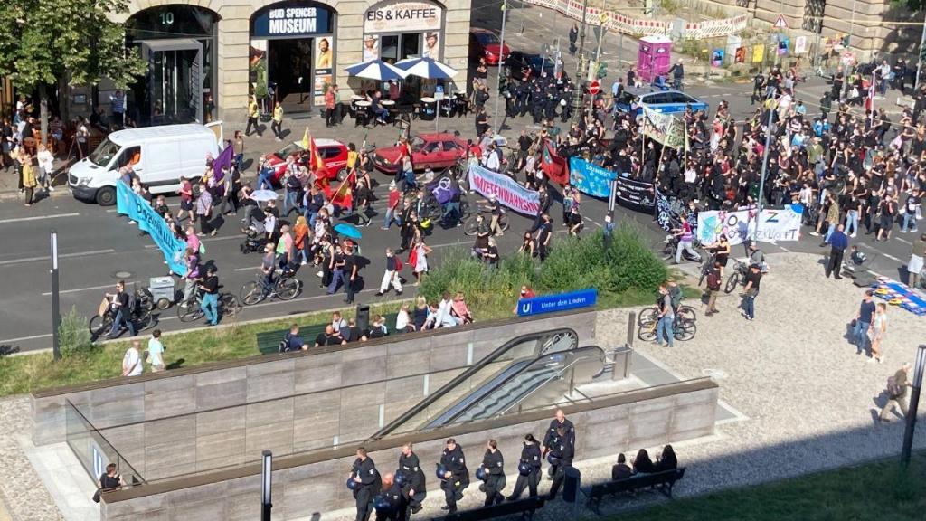Manifestantes saem às ruas de Berlim contra subida das rendas de casa