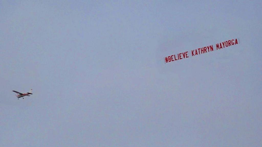 Avião de apoiantes de Mayorga sobrevoa estádio na estreia de Cristiano Ronaldo no Manchester