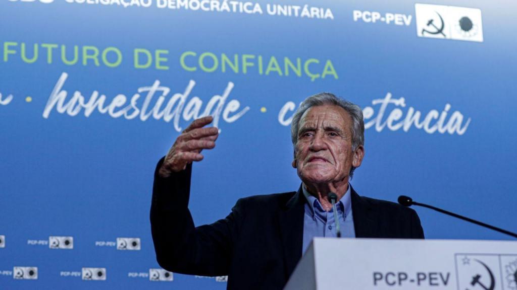 Jerónimo de Sousa, discursa durante um comício em Faro
