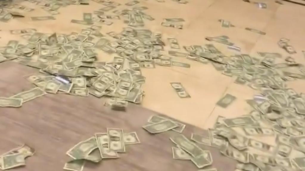 Festa privada de NBA acaba com muito dinheiro e preservativos no chão