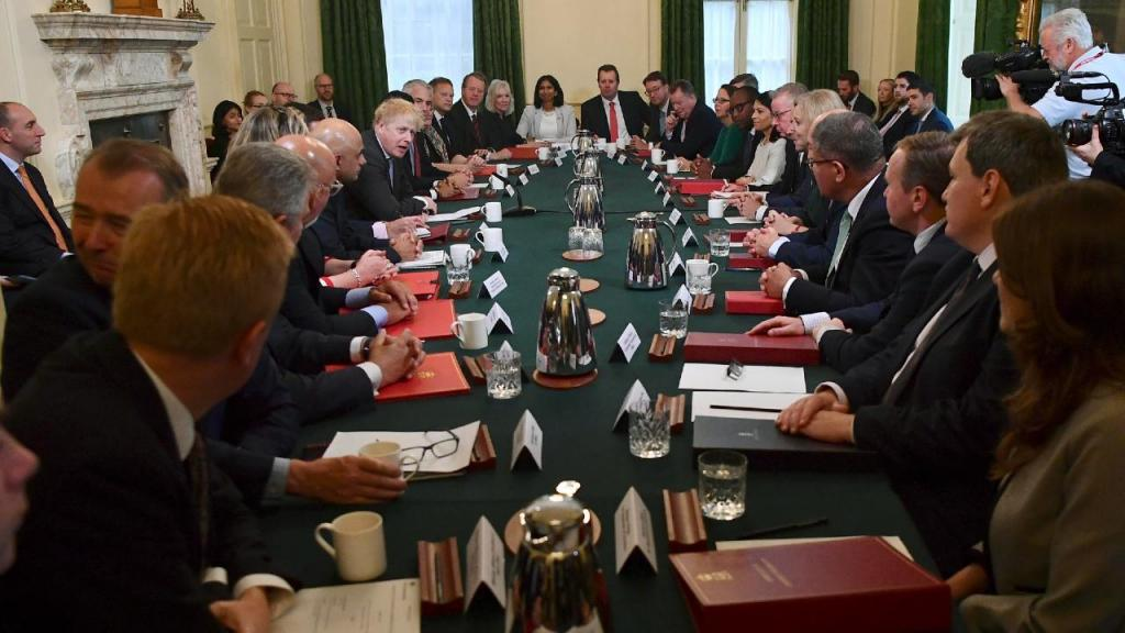 Boris Johnson em reunião sem máscara