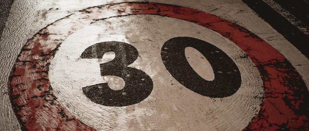 Paris limita velocidade a 30 km/h