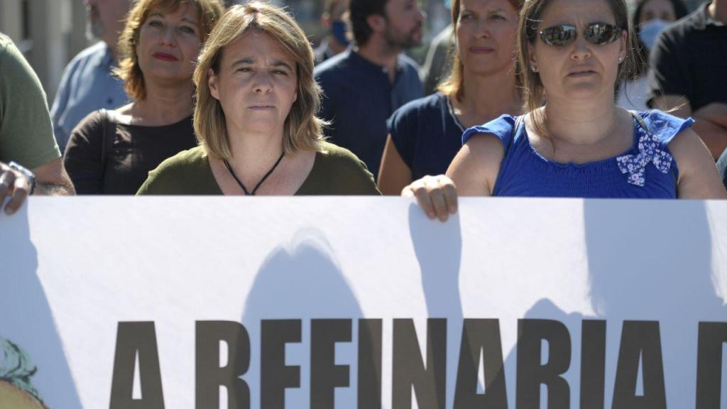 A coordenadora do Bloco de Esquerda, Catarina Martins, a candidata do partido à Câmara Municipal de Matosinhos, Carla Silva (D) e pelo deputado José Soeiro juntaram-se a um protesto de trabalhadores e ex-trabalhadores da Refinaria da Petrogal de Matosinhos