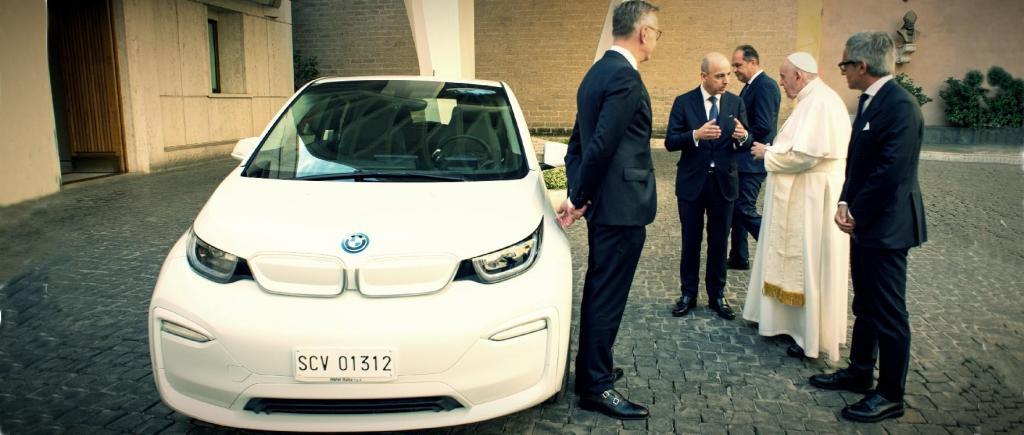BMW doa i3 ao Papa Francisco