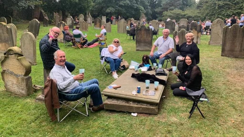 Festival em cemitério inglês