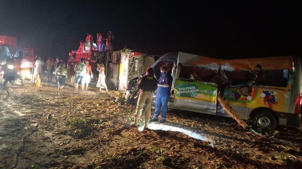 Doze mortos e 22 feridos em acidente no Brasil